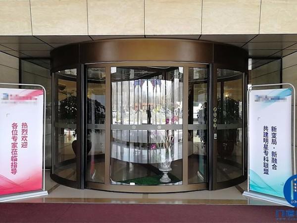 北京海淀某国际酒店旋转门保养维护服务案例