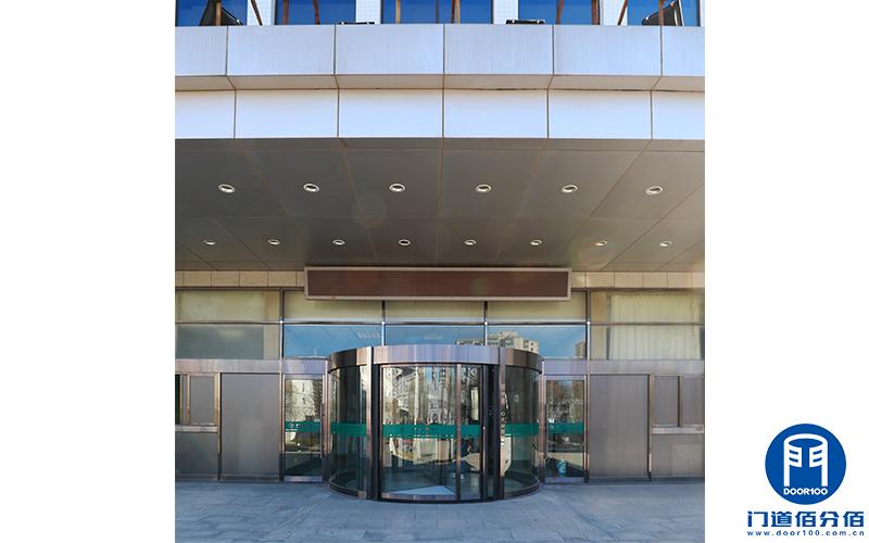 首都师范大学旋转门保养清洁美化维修服务案例