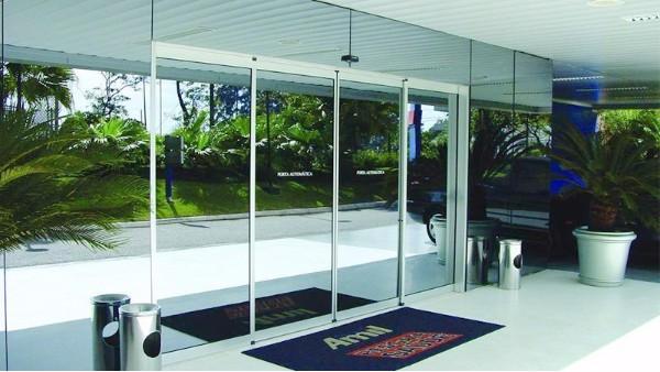 如何安全使用自动感应门与日常维护清洁方法介绍