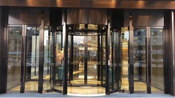 铜旋转门生锈怎么办?旋转铜门清洁保养大全
