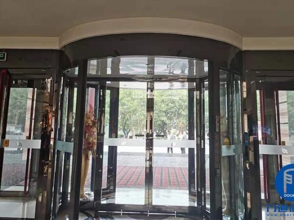 北京昌平区某培训中心自动旋转门保养服务案例