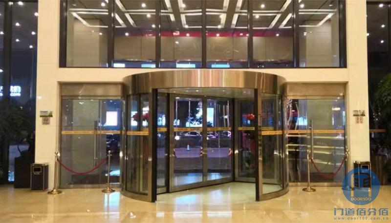 宁波某大酒店凯必盛两翼旋转门保养