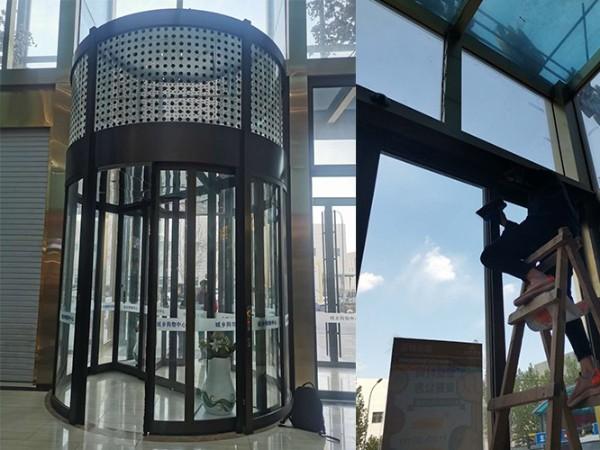 城市综合体建筑出入口旋转门清洁保养服务案例