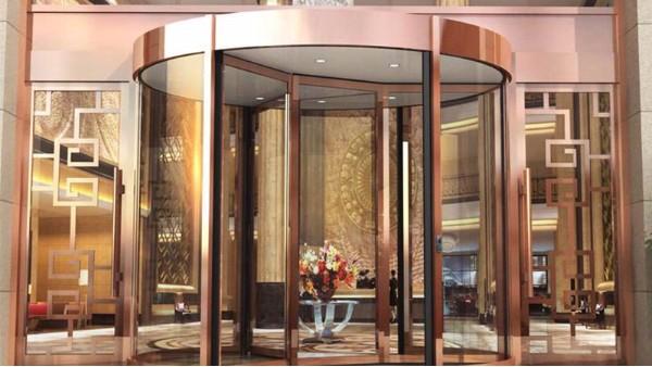 保障酒店自动旋转门安全使用的装置介绍
