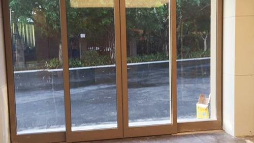 如何进行自动门保养?北京自动门维修师傅讲解旋转门保养方法