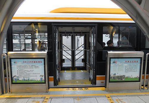 地铁屏蔽门