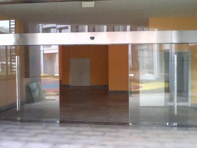 民用建筑设计安装自动门与电动卷帘门规范详解