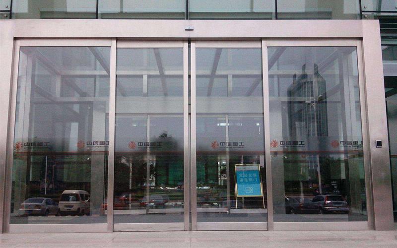 七点常见电动玻璃门故障维修方法介绍