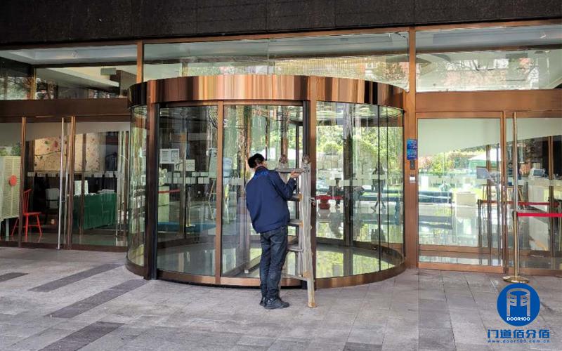 宝盾自动旋转门故障处理北京东城酒店两翼门维修升级