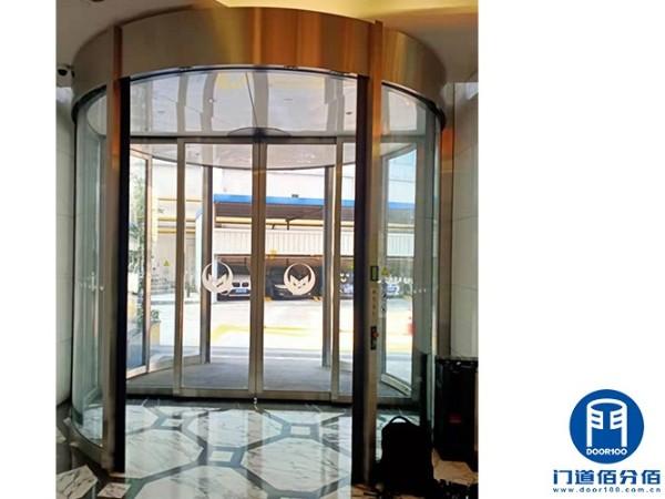 上海黄浦区某酒店更换维修圣维旋转门主动轮总成服务案例