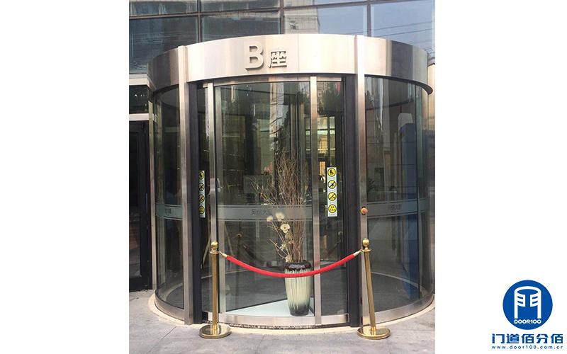 朝阳区某大厦B座宝盾自动旋转门进水维修服务案例