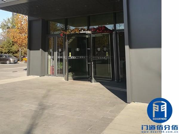 北京朝阳某大厦三翼水晶自动旋转门保养服务案例