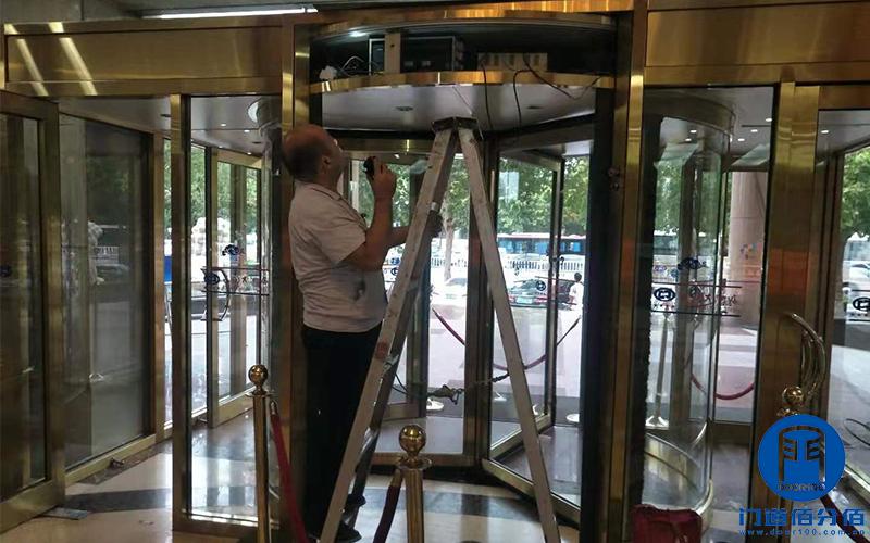 山东聊城某酒店自动三翼旋转门维修