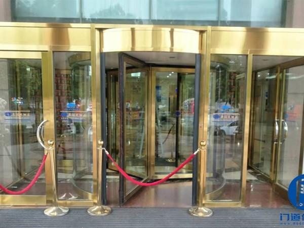 山东聊城某酒店自动三翼旋转门维修服务案例