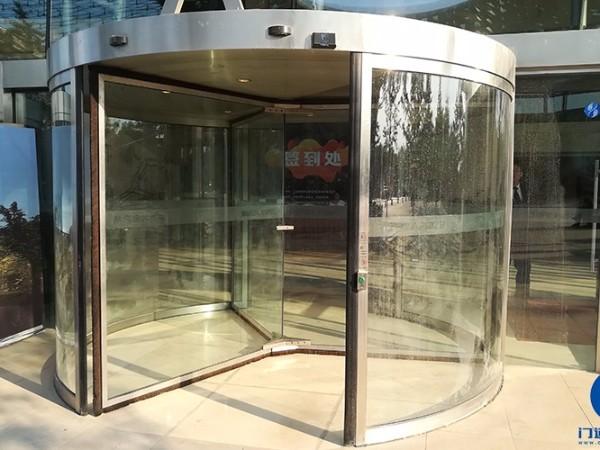 北京某软件园自动三翼旋转门门区地面修复改造服务案例
