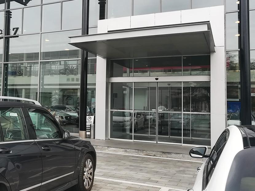 北京祥龙博瑞汽车园自动门维修服务案例