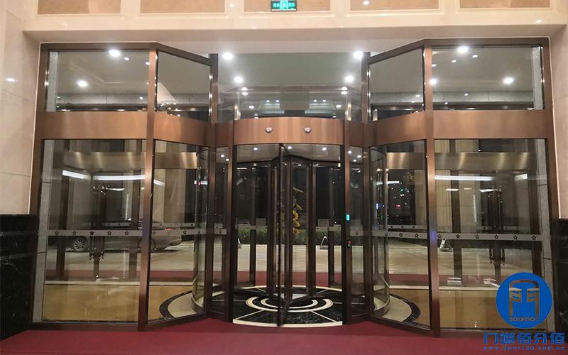 安徽金寨某花园酒店闻轩自动三翼旋转门大保养服务