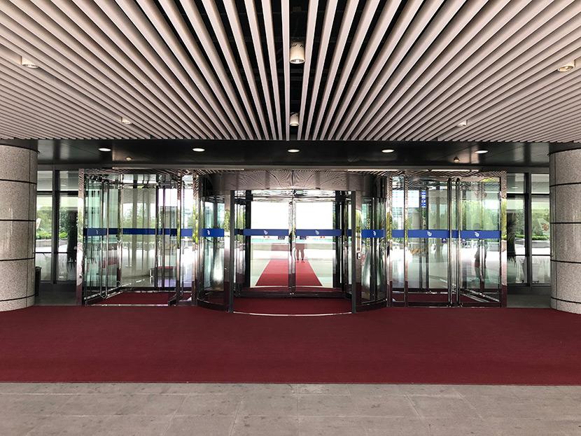 北京国航总部大楼自动旋转门维修服务案例
