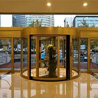 济南泉盈翰林大酒店自动两翼旋转门保养.jpg