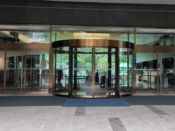 酒店电动两翼门配件维修与整体保养服务案例