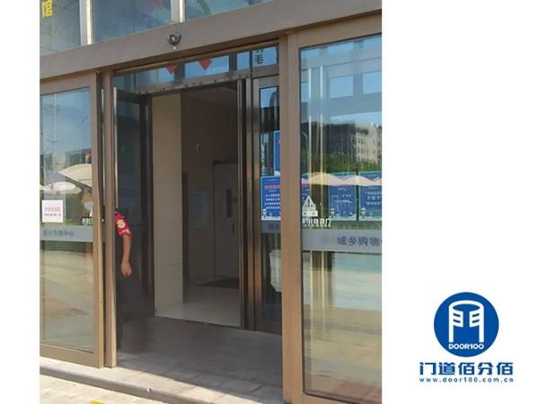 北京购物广场入口电动玻璃平移门故障维修服务案例