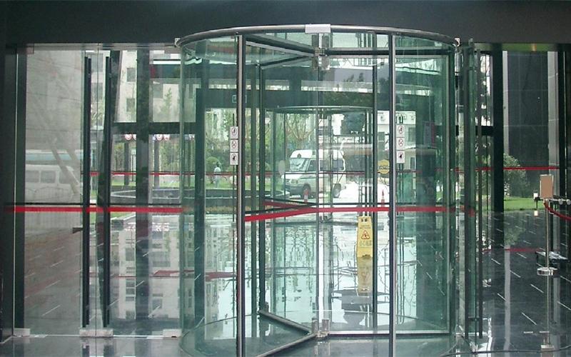水晶旋转门安装技术要求及配件介绍