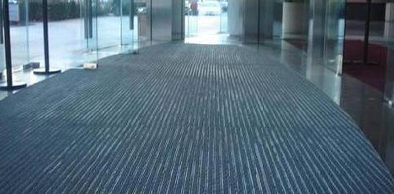 旋转门铝合金地垫铺设、清洁和保养方法