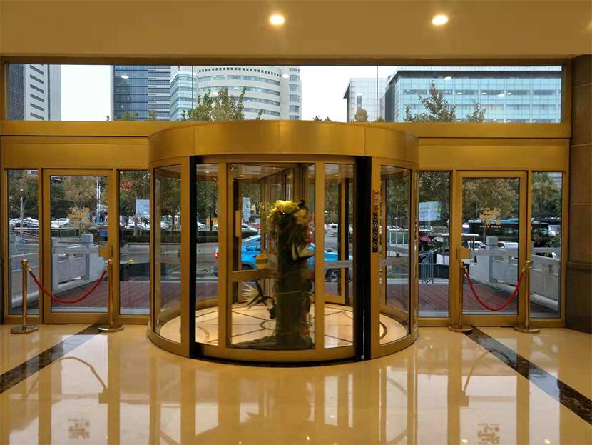 济南泉盈翰林大酒店两翼旋转门保养服务案例