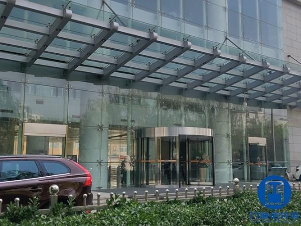 石油化工集团下属大厦自动旋转门清洁维护服务