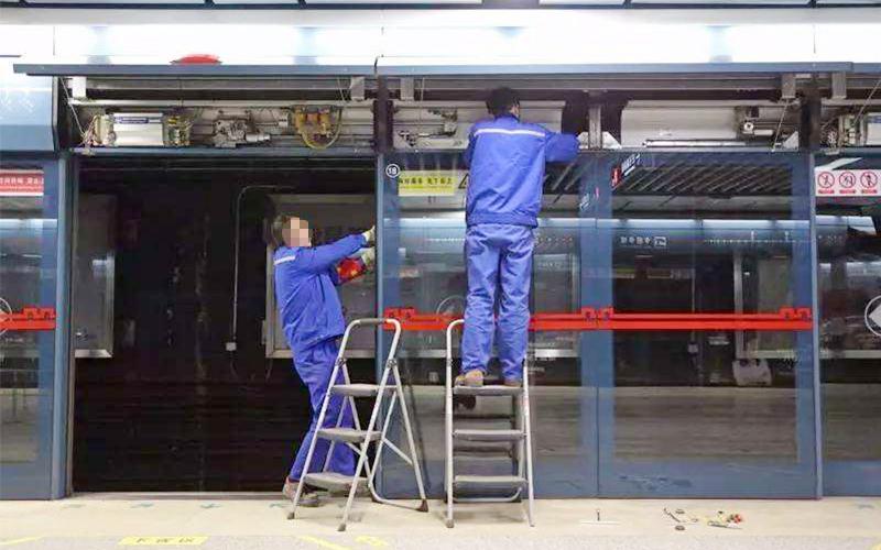 地铁屏蔽门维修